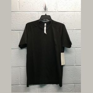 Lululemon short sleeve t-shirt